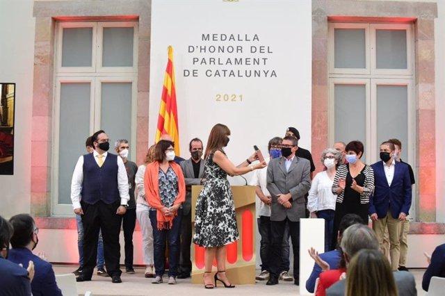 """La presidenta del Parlament, Laura Borràs, en l'entrega de la Medalla d'Honor a """"víctimes de la repressió"""" de el 1-O"""