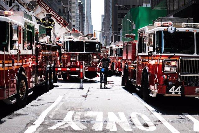 Archivo - Camiones del Departamento de Bomberos de Nueva York, en Estados Unidos