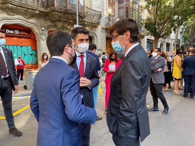 El president de la Generalitat, Pere Aragonès, el vicepresident i conseller de Territori i Polítiques Digitals, Jordi Puigneró, i el líder del PSC en el Parlament, Salvador Illa