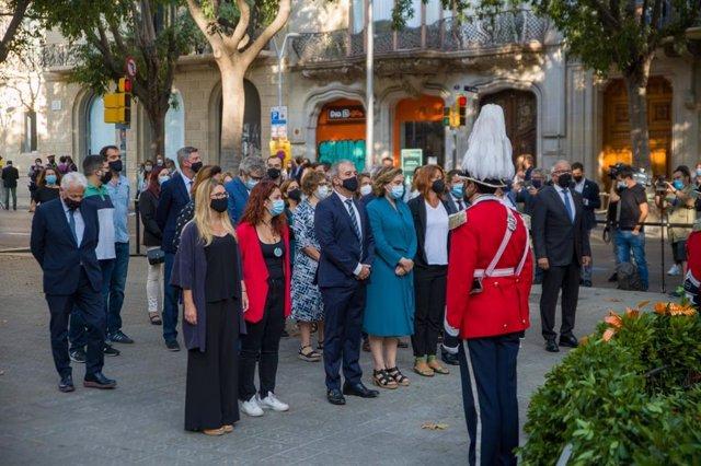 Ada Colau presideix l'ofrena de l'Ajuntament de Barcelona davant el moment de Rafael Casanova a Barcelona per la Diada