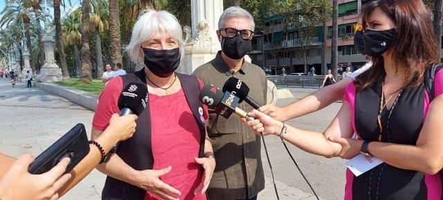 Els diputats de la CUP en el Parlament Dolors Sabater i Carles Riera durant la Diada