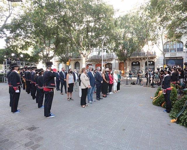 Ofrena de la Diputació de Barcelona davant el moment de Rafael Casanova a Barcelona per la Diada, encapçalada per la seva presidenta, Núria Marín