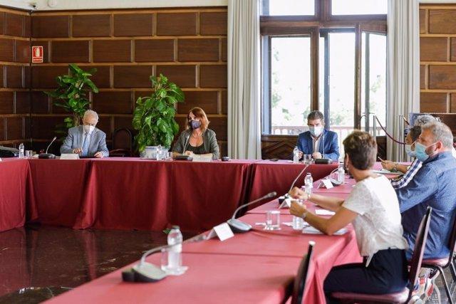 Reunión entre el Ayuntamiento de Zaragoza y Unizar para trabajar en un nuevo mercado agroalimentario en el Campus de San Francisco.