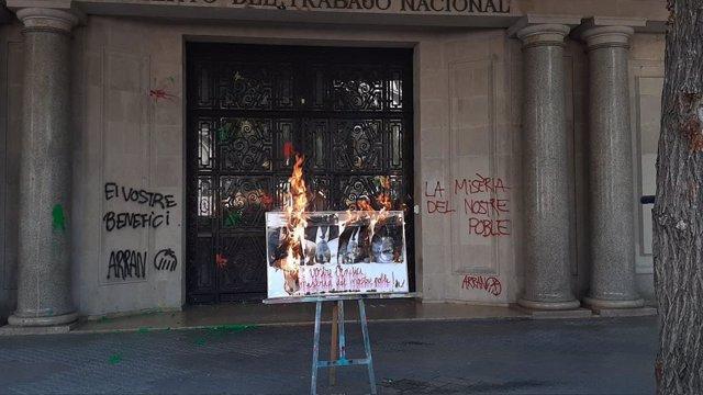 Arran crema les fotos de Florentino Pérez, Josep Sánchez Llibre, Jaume Giró i José Ignacio Sánchez Galán
