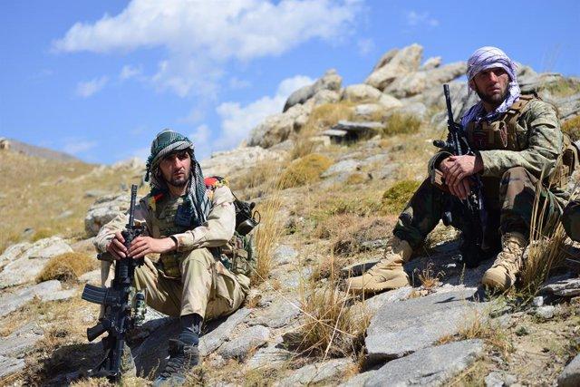 Integrants de les milícies del Front de Resistència Nacional (FRN) que lluiten contra els talibà a la regió de Panjshir, nord-est de l'Afganistan