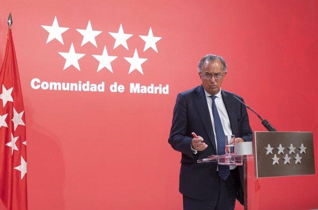 El conseller d'Educació, Ciència i Universitats de la Comunitat de Madrid, Enrique Ossorio, ofereix declaracions als mitjans de comunicació a la seu del Govern regional, a 6 de setembre de 2021, a Madrid (Espanya). La presidenta madrilenya manti