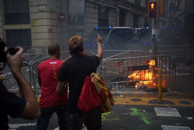 Altercats davant la Prefectura de Policia de Barcelona durant la Diada