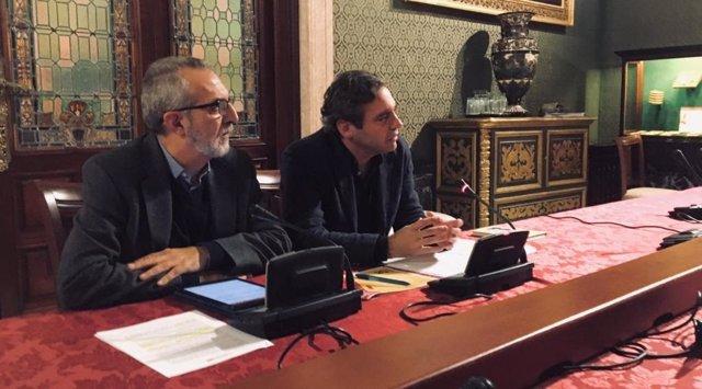 El delegado de Bienestar Social, Empleo y Zonas de Transformación, Juan Manuel Flores, y el gerente de Emvisesa, Felipe Castro