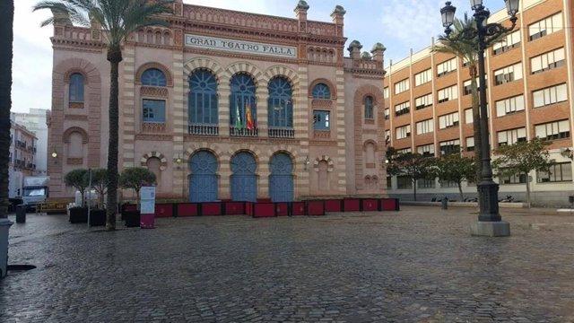 Archivo - Fachada del Teatro Falla (archivo)
