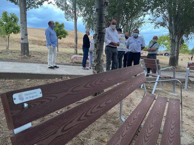 Diputación de Segovia subvenciona con 236.000 euros a 176 municipios para adquirir mobiliario urbano.