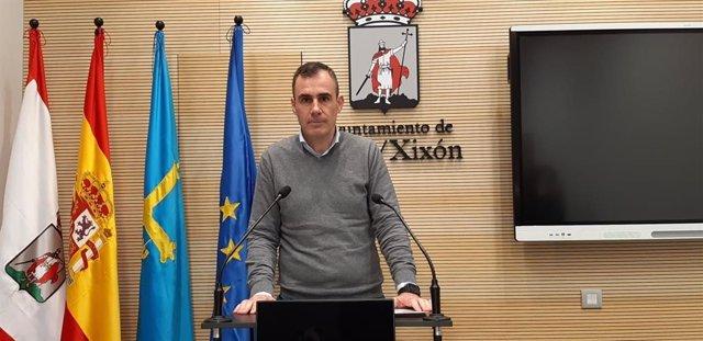 Archivo - Rubén Pérez Carcedo, concejal de Ciuadadanos en Gijón, en rueda de prensa