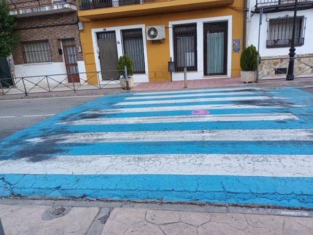 Paso de peatones en la carretera CM-2004.