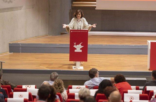 La exvicepresidenta del Gobierno y secretaria de Igualdad del PSOE, Carmen Calvo, durante la celebración del 40 Aniversario de la constitución de Izquierda Socialista del PSOE, en la sede de UGT, a 12 de septiembre de 2021.