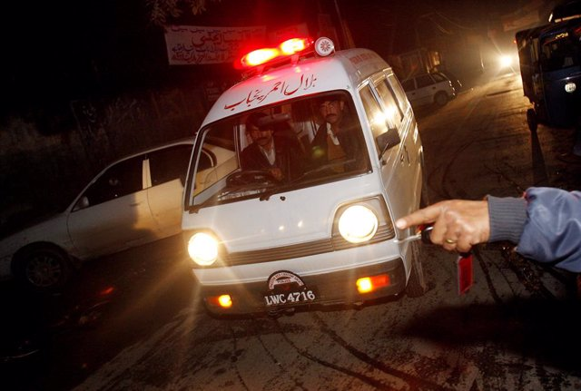 Archivo - Ambulancia en  Pakistán