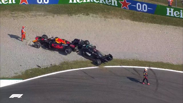 Max Verstappen y Lewis Hamilton abandonan el Gran Premio de Italia