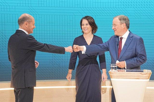 Armin Laschet, Annalena Baerbock y Olaf Scholz en el segundo debate de las elecciones federales alemanas