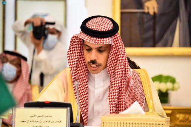 Archivo - 06 June 2021, Saudi Arabia, Riyadh: Saudi Foreign Minister Faisal bin Farhan Al-Saud meets with Kuwait's Minister of Foreign Affairs Sheikh Dr. Ahmad Nasser Al Mohammed Al Ahmed Al Jaber Al Sabah (Not Pictured). Photo: -/Saudi Press Agency/dpa