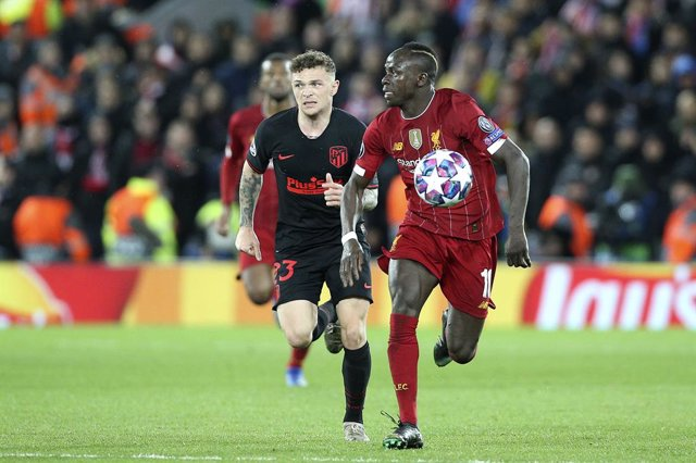 Archivo - Liverpool forward Sadio Mane (10) and Atletico Madrid defender Kieran Trippier (23) during the UEFA Champions League, round of 16, 2nd leg football match between Liverpool and Atletico Madrid on March 11, 2020 at Anfield stadium in Liverpool, En