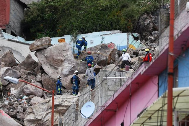 12 September 2021, Mexico, Tlalnepantla de Baz: Rescue workers search for missing people after a landslide in the Chiquihuite hill in the Tlalnepantla in Mexico. Photo: -/El Universal via ZUMA Press Wire/dpa