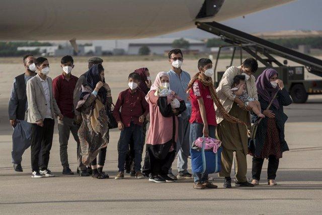 Refugiados afganos a su llegada a España.
