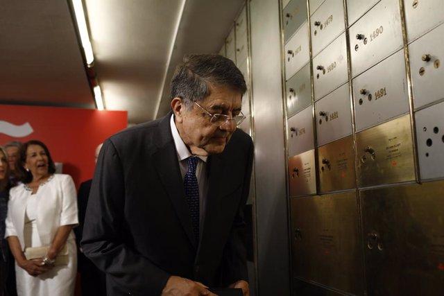 Archivo - El escritor Sergio Ramírez, Premio Cervantes 2017, deposita su legado en la Caja de las Letras del Instituto Cervantes