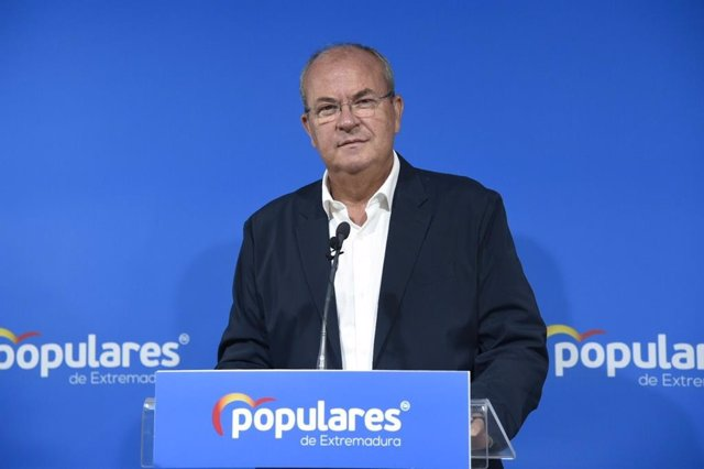 El presidente del PP extremeño, José Antonio Monago, en rueda de prensa en Mérida tras el Comité de Dirección Regional de su partido