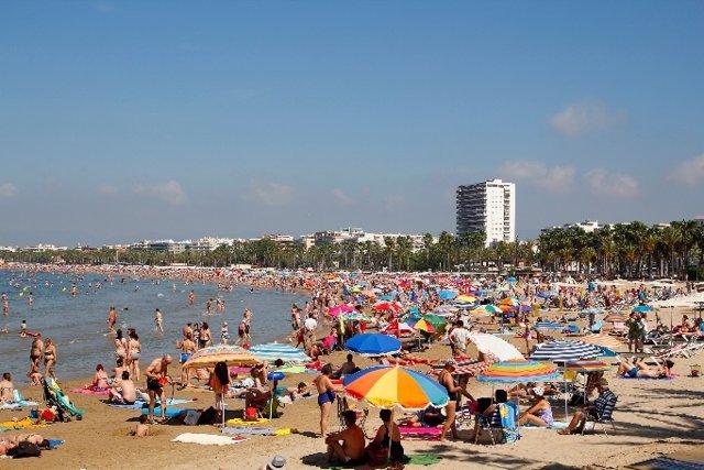 El turismo nacional salva el verano y aporta esperanza al sector turístico, con un 15% más de reservas que en 2020.