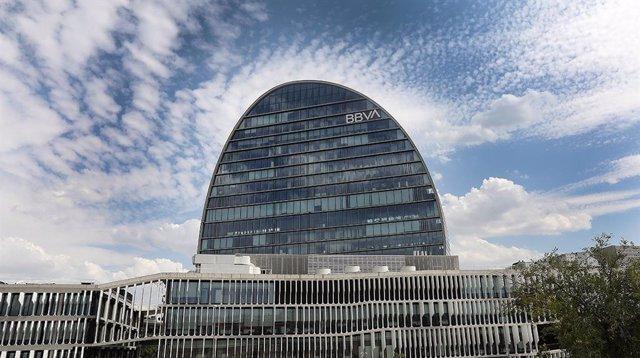 Archivo - Edificio La Vela de BBVA. Ciudad BBVA, sede del banco en Madrid.