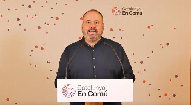 El portaveu dels comuns i diputat al Congrés, Joan Mena, en una conferència de premsa
