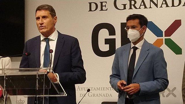 El delegado del Gobierno en Andalucía, Pedro Fernández, y el alcalde de Granada, Francisco Cuenca