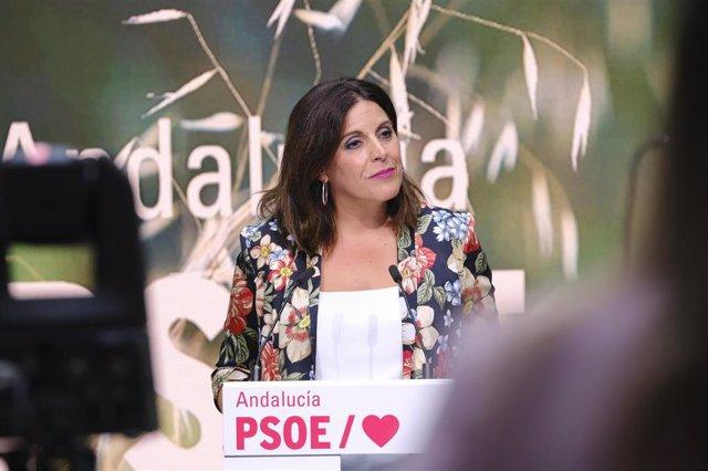 Archivo - La portavoz parlamentaria del PSOE-A, Ángeles Férriz, en rueda de prensa.
