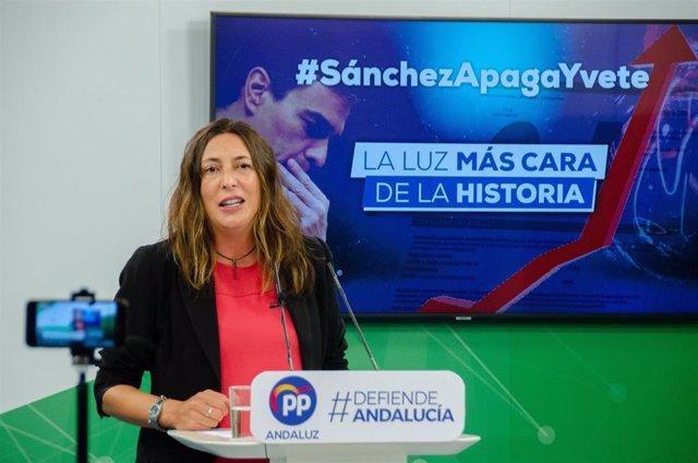 La secretaria general del PP-A, Loles López, este lunes en rueda de prensa.