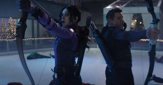 Kate Bishop y Clint Barton en Haweye, la serie de Ojo de Halcón de Marvel