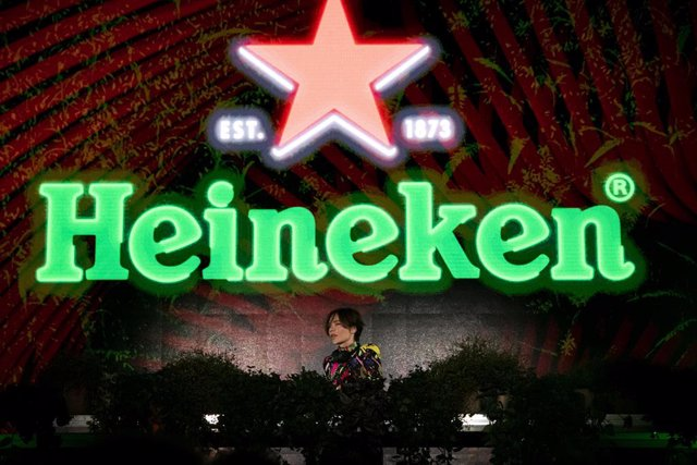 DJ, producer and singer Nina Kraviz performed at the Heineken Greener Bar in Milan on Friday night to celebrate the start of the weekend's racing action at the Formula 1 Heineken Gran Premio d'Italia 2021_1