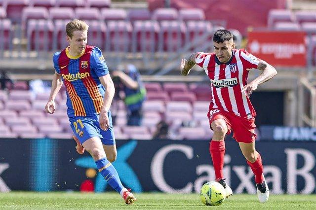 Archivo - Ángel Correa y Frenkie de Jong en un FC Barcelona-Atlético de Madrid
