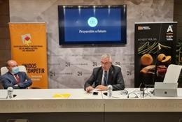 El consejero de Agricultura, Ganadería y Medio Ambiente del Gobierno de Aragón, Joaquín Olona, ha particpado en la asamblea de la Asociación de Industrias de Alimentación de Aragón (AIAA).