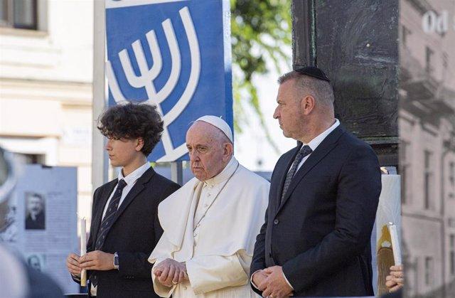 El Papa se reúne con la comunidad judía en Eslovaquia en el memorial a las víctimas del Holocausto