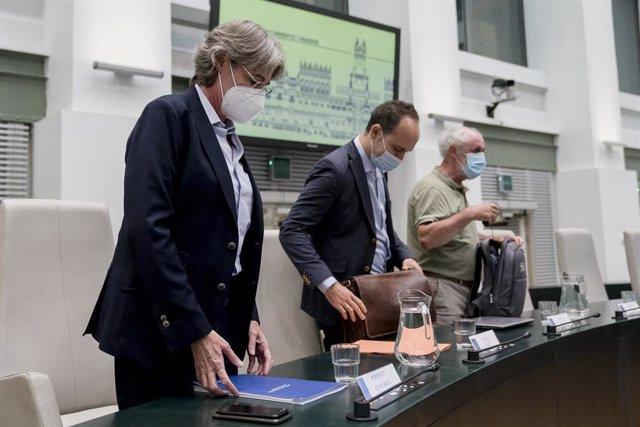 (I-D) Los diputados del Grupo Mixto, Marta Higueras, José Manuel Calvo y Luis Cueto