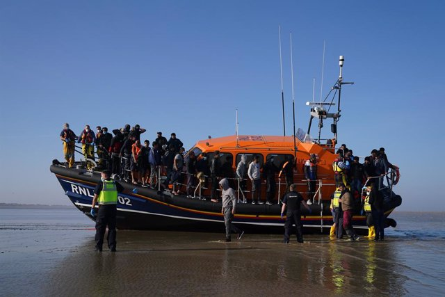 07 September 2021, United Kingdom, Dover: A group of people thought to be migrants are brought ashore from the local lifeboat at Dungeness in Kent, after being picked-up following a small boat incident in the Channel. Photo: Gareth Fuller/PA Wire/dpa