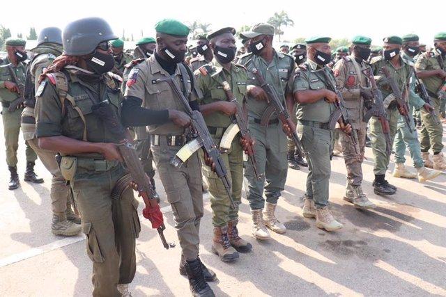 Archivo - Policías en Nigeria