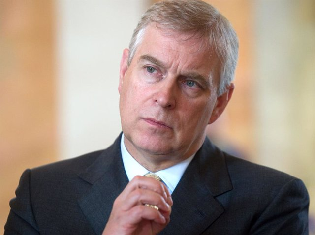 Archivo - FILED - 03 June 2014, Lower Saxony, Goettingen: Prince Andrew during a visit to the Georg-August University. Prince Andrew, Duke of York has asked to defer a military honour that he was due to receive on his 60th birthday, Buckingham Palace said