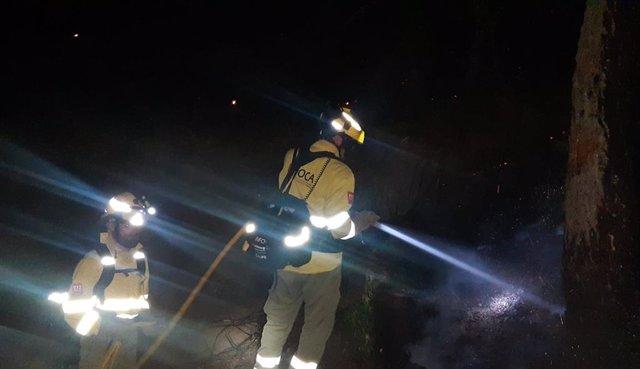 Un efectiu de l'Infoca intervé aquesta matinada en les tasques contra les flames en Sierra Bermeja