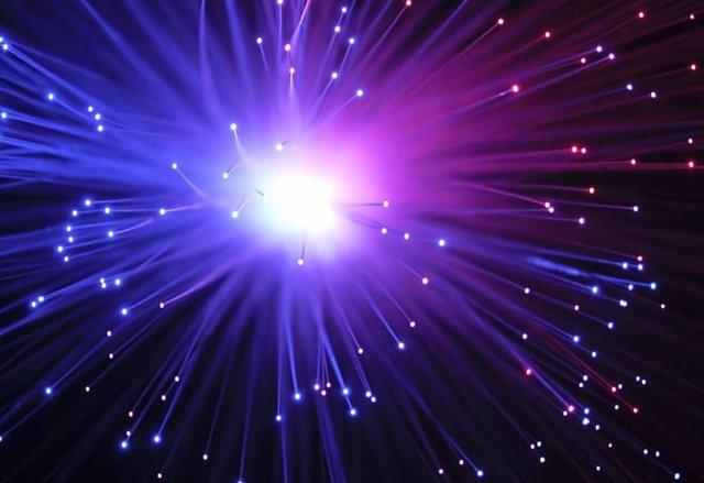 Nuevo nanoláser resuelve el problema de la pérdida de energía