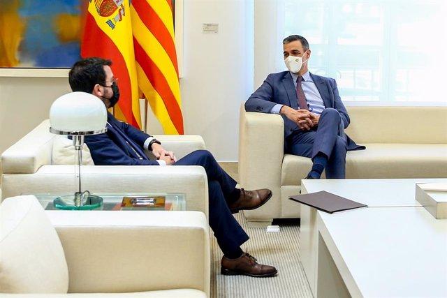 Archivo - Arxiu - El president del Govern central, Pedro Sánchez, i el president de la Generalitat, Pere Aragonès