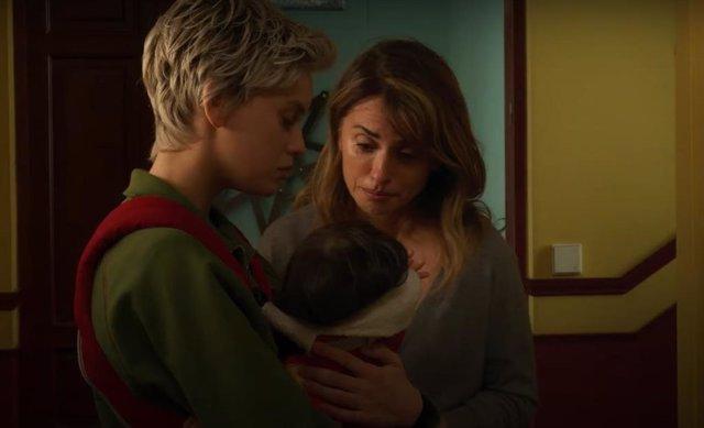 Escena de 'Madres paralelas', película de Pedro Almodóvar
