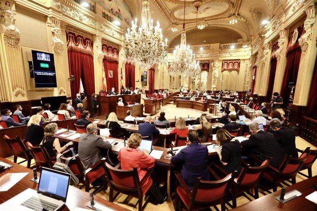 Pleno del Parlament balear durante la intervención de la presidenta del Govern, Francina Armengol, en el Debate de Política General.