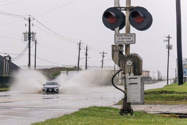 Calle inundada en Texas por la llegada de 'Nicholas'