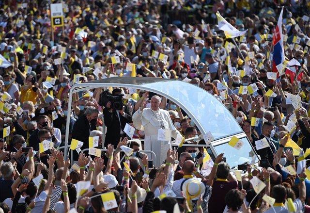 14 September 2021, Slovakia, Presov: Pope Francis arrives to attend the Byzantine Divine Mass of St. John Chrysostom in front of the city's sports hall in Presov, a city in eastern Slovakia. Photo: Johannes Neudecker/dpa
