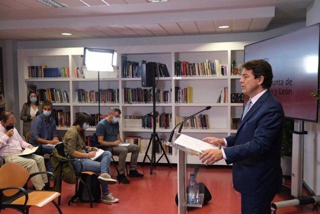 El presidente de la Junta atiende a los medios de comunicación en Burgos