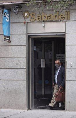 Sabadell propone un ERE para 1.900 empleados